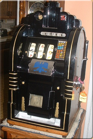 Mills Extra Ordinary Antique Slot Machine